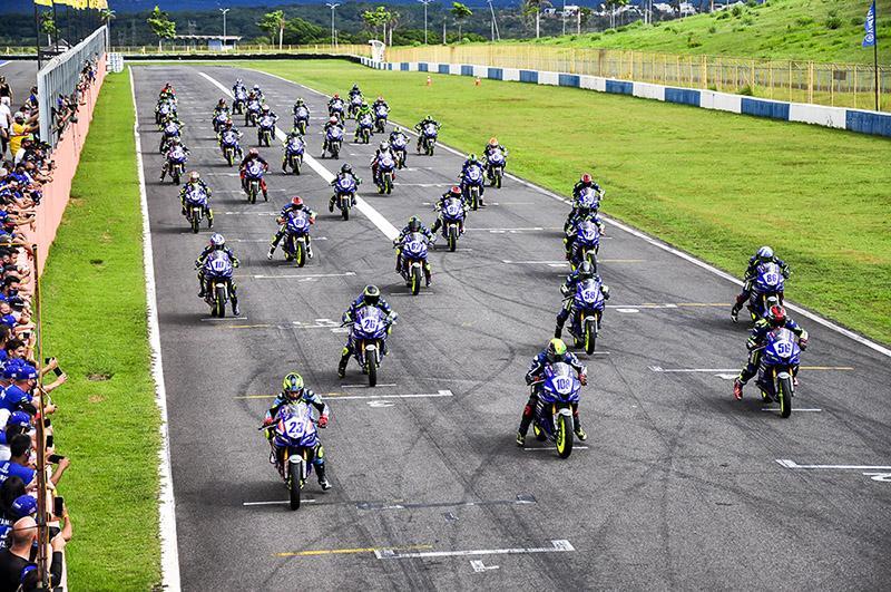 Conheça os 48 pilotos selecionados da Yamalube R3 bLU cRU Cup 2021 América do Sul
